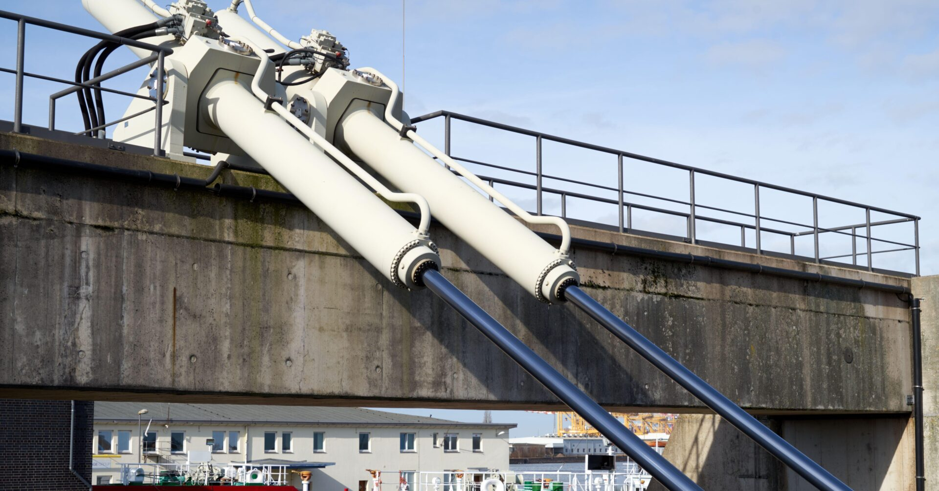 2F36FKW Large hydraulic cylinders for moving a swing bridge over a harbor basin